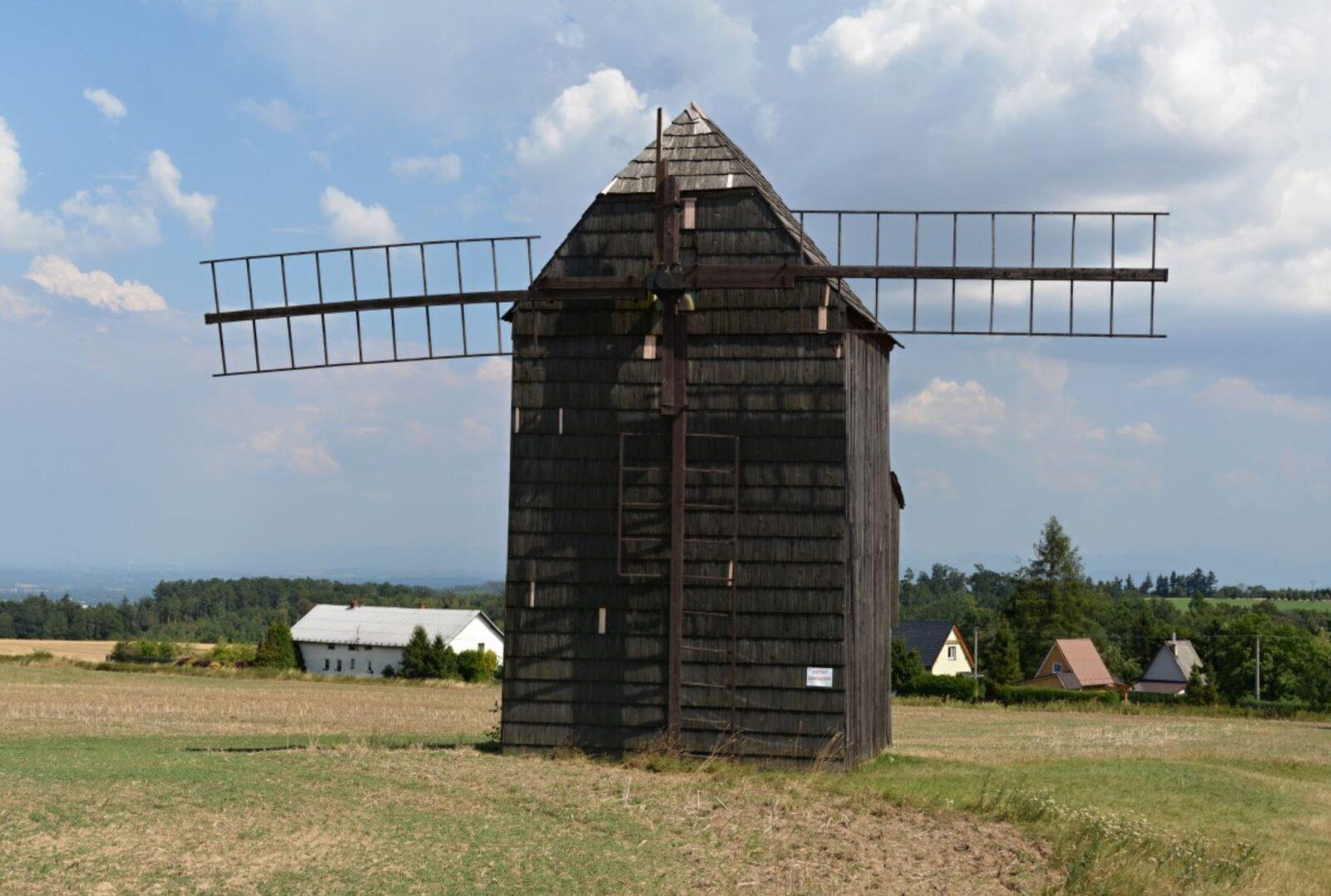 Větrný mlýn Nové Dvory, 25. 7. 2018, zdroj: www.bilovec.cz