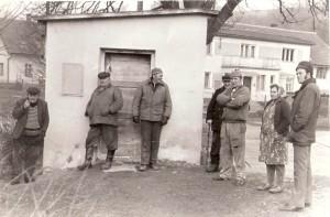 Před váhou - na jejím místě dnes stojí autobusová čekárna, zdroj: Vlastimil Heger st.