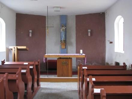 Interiér kaple před renovací, zdroj: www.bilovec.cz